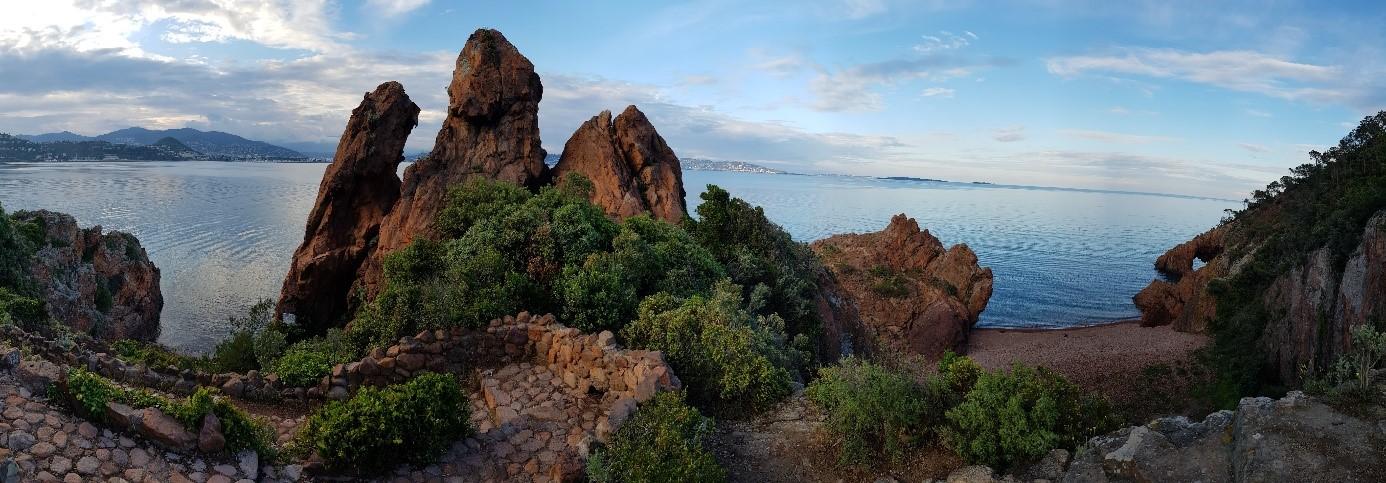 Randonnéesur les sentiers du littoral : direction les criques de Théoule-sur-Mer
